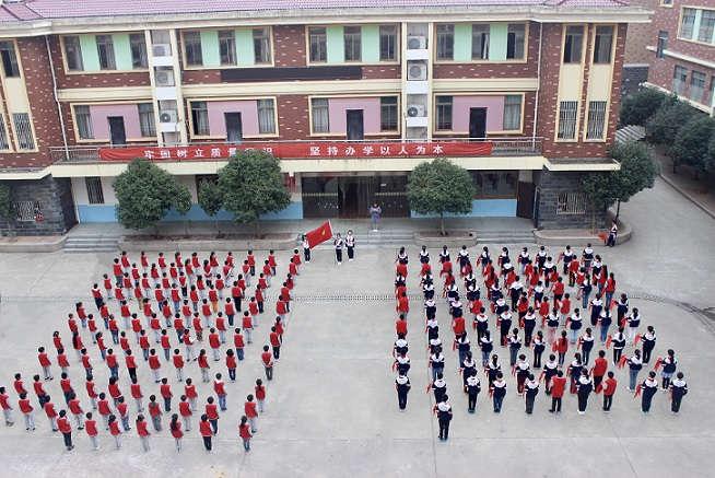 童心向党 快乐成长――记南昌现代外国语象湖学校举办少先队入队仪式